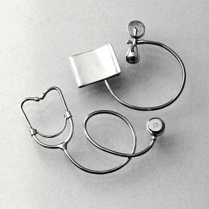 Miniature_silver_medical_devices_Mauro_Cateb_Wikimedia